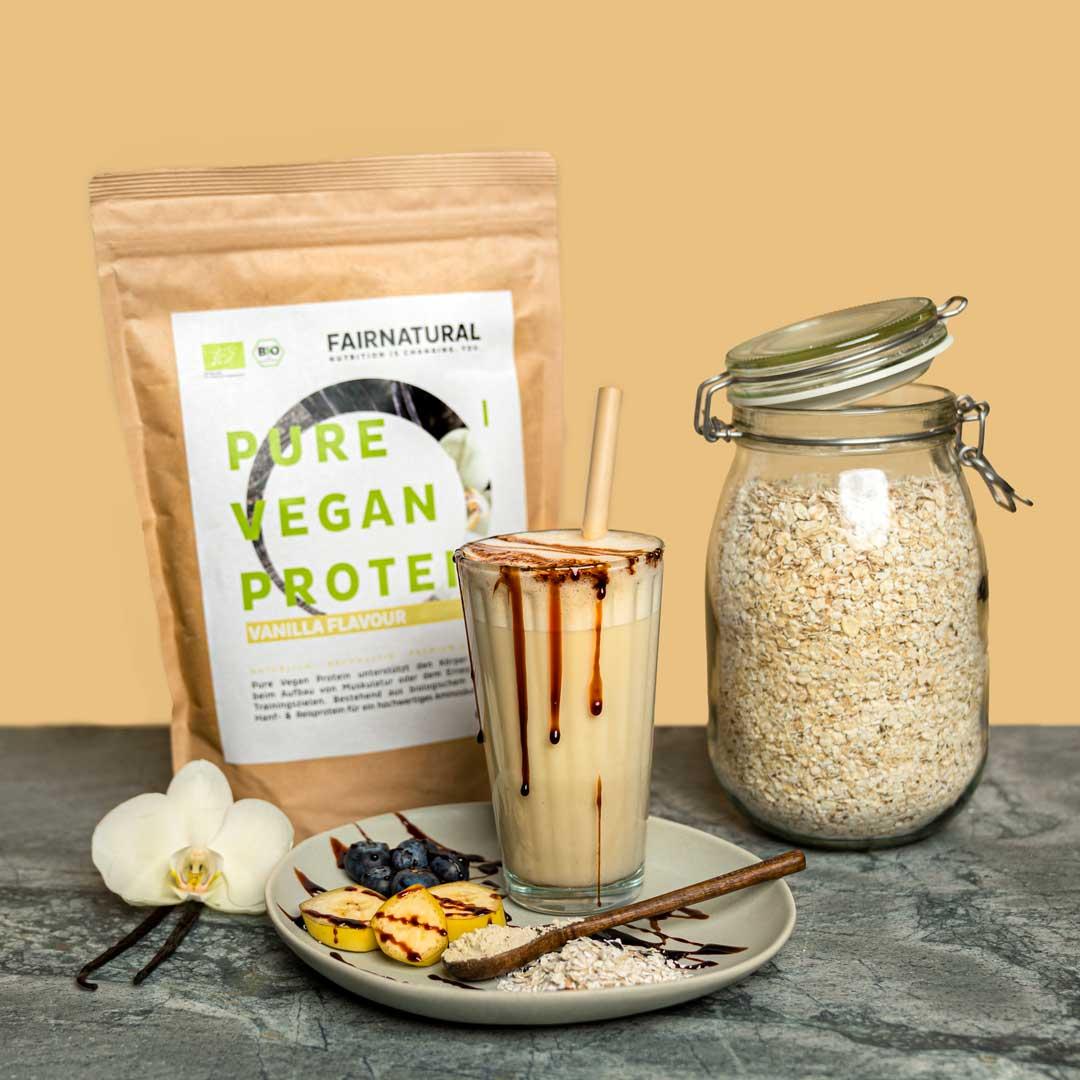Vegan_Protein_Vanilla_Produkt-in-Anwendung